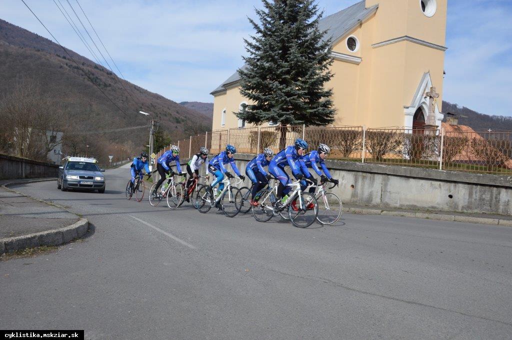 obr: Cyklisti trénujú naplno.....