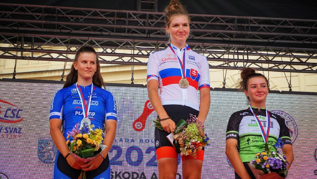 Zelinová juniorská vicemajsterka Slovenska, Záhorcová bronzová